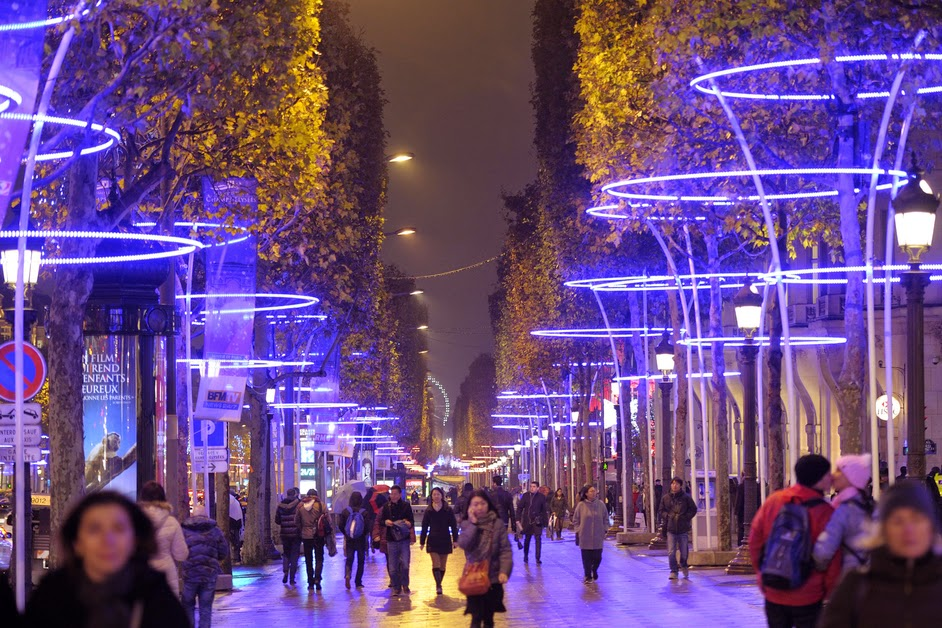 Champs elyse es illumination de noel carnet chic - Video illumination de noel exterieur ...