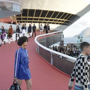 defile-louis-vuitton-croisiere-2017-rio_0-2