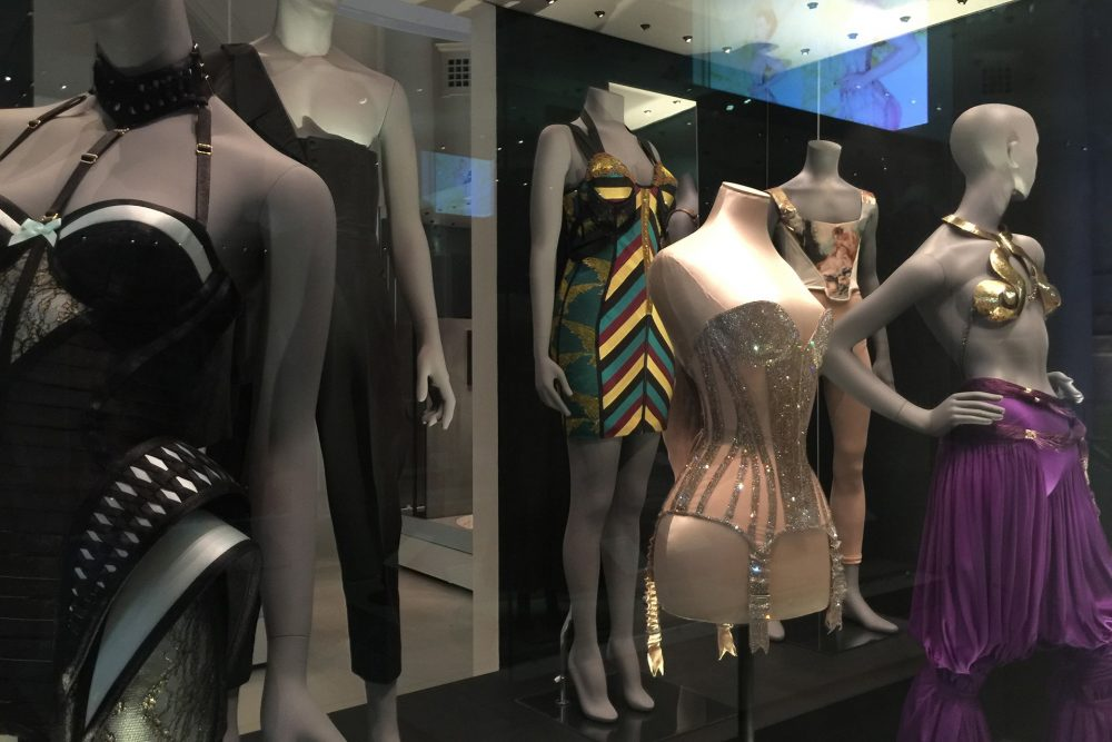 undressed-london-exhibition-carnetchic
