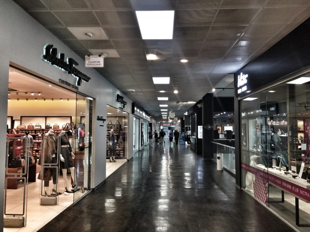 Foxtown best outlet centre near milan carnet chic for Milan outlet shopping
